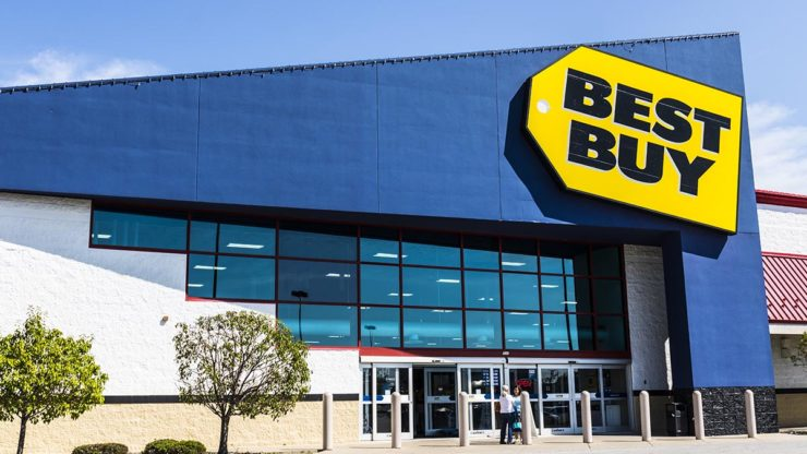 Best Buy tops analysts' estimates for earnings and revenue in the first quarter